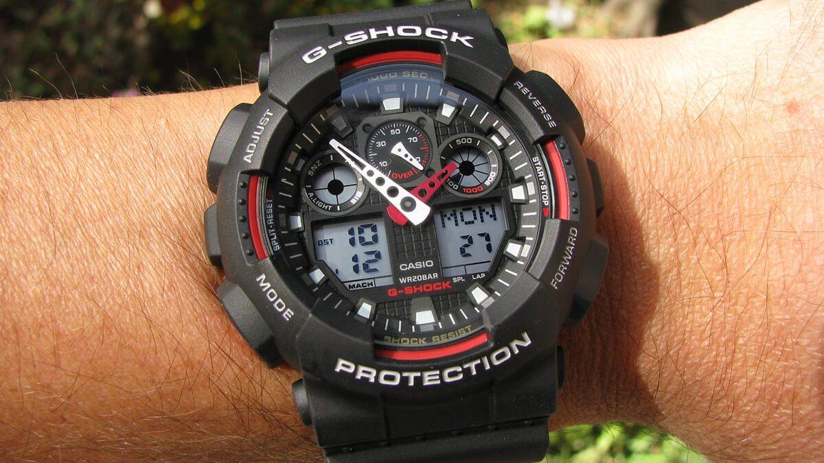 Czerwono-czarny Casio G-Shock GA-100-1A4