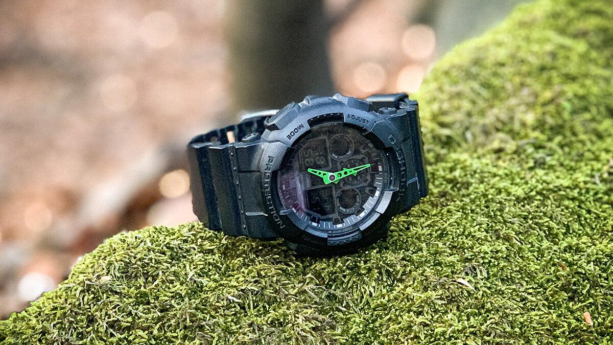 Matowy zegarek Casio G-Shock GA-100-1A3 z zielonymi wskazówkami